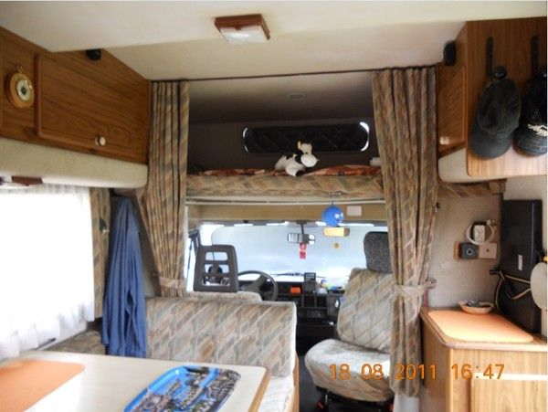Image interieur camping car for Store interieur camping car